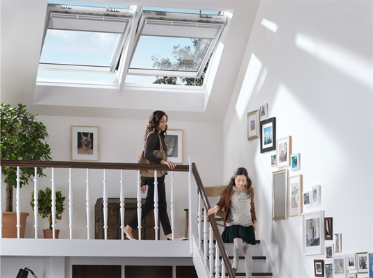 VELUX INTEGRA GGU UK04 007021U Electric White PU Laminated Centre Pivot Roof Window 134x98cm